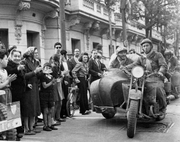 french-motorcycle-troops-enter-tunis-to-cheering-crowds-1-of-1.jpeg